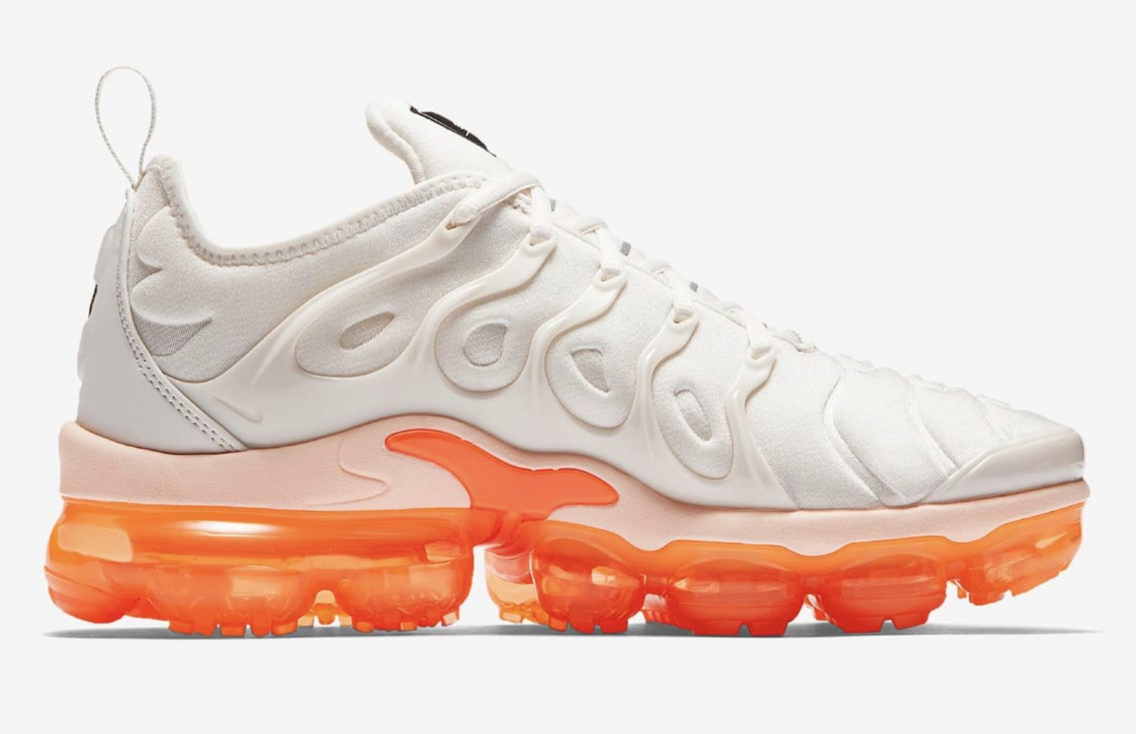 the best attitude 06115 c66ad Nike Air VaporMax Plus Womens Creamsicle | AO4550-005