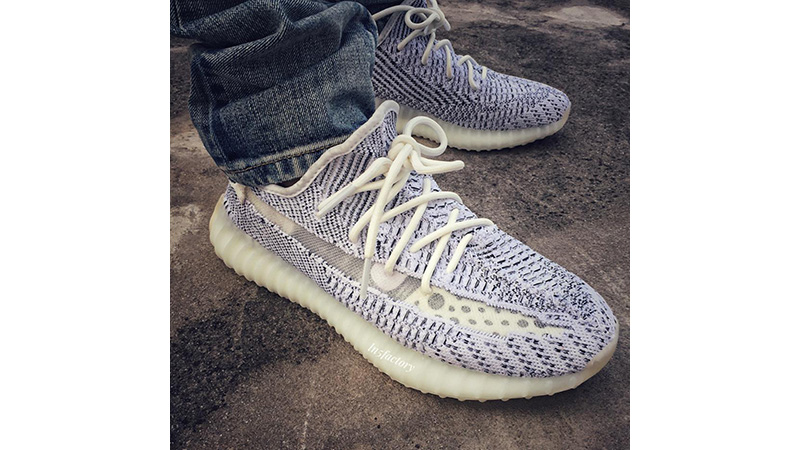 uk availability 90749 c1977 Yeezy Boost 350 V2 Static
