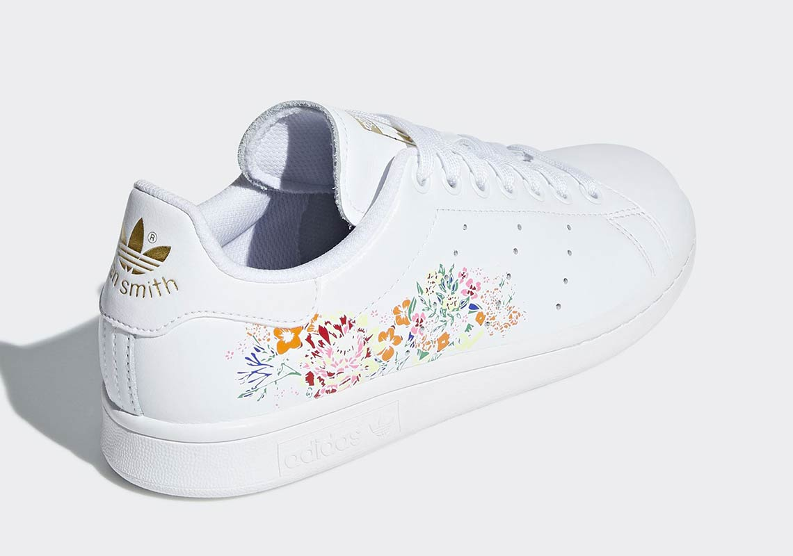 buy popular dcb52 6de04 adidas Stan Smith Floral Print White Womens | BC0257
