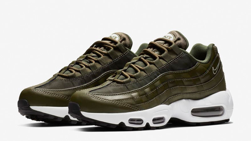 Nike Air Max 95 in White Canvas & Brown Leather With a Navy