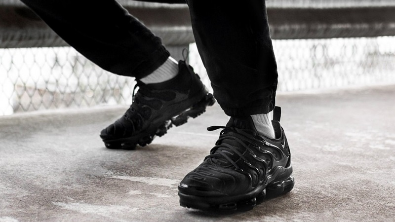 86129234d121d Nike Air VaporMax Plus Triple Black 924453-004 3