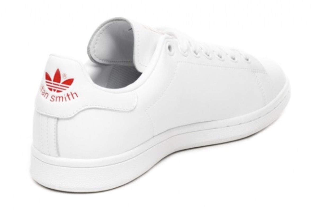 e08c6451a0d01b A Tiny 3-Stripe Heart Adorns The Walls Of The adidas Stan Smith ...