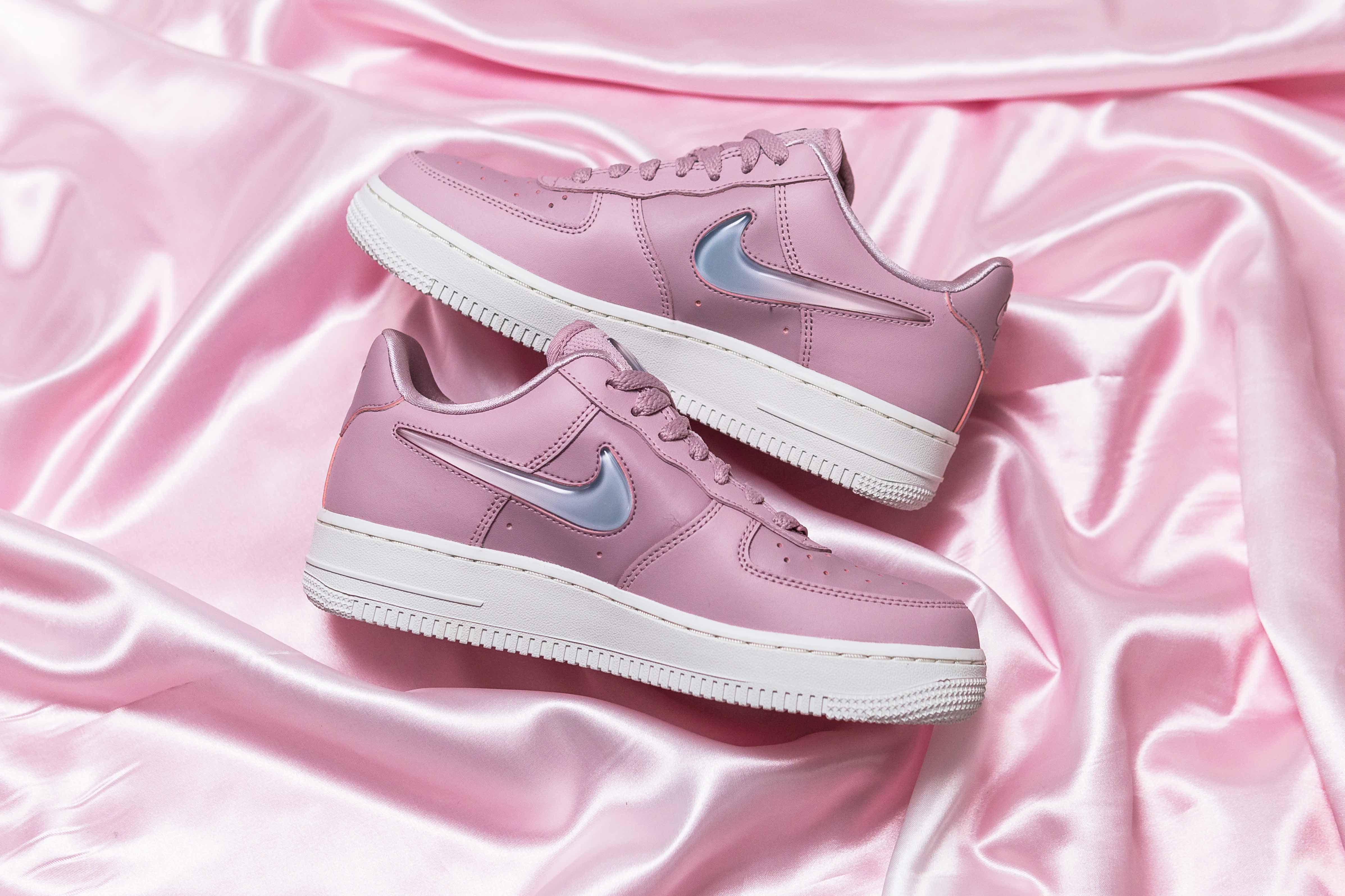 purchase cheap 48f85 c938e Check Out The Jelly Swoosh On These Nike Air Force 1 s   Style ...