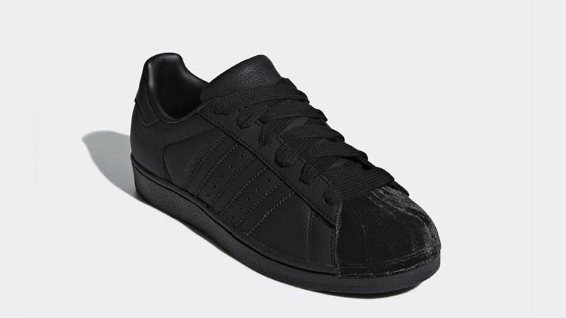 sports shoes f2327 5bc67 adidas Superstar Triple Black Velvet Women's | CG6011