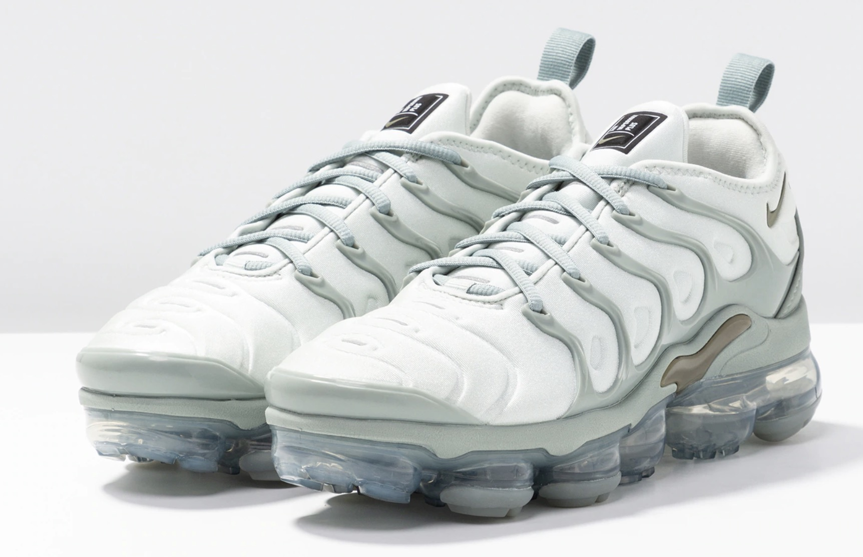 c0102644ffe21 SAVE On This Pastel Green Nike Air VaporMax Plus Colourway In ...