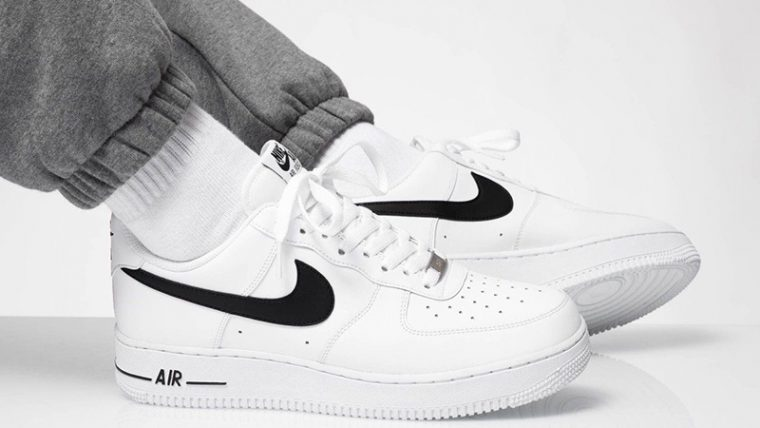 Air Force 1 07 AN20 White Black CJ0952-100 on foot side thumbnail image