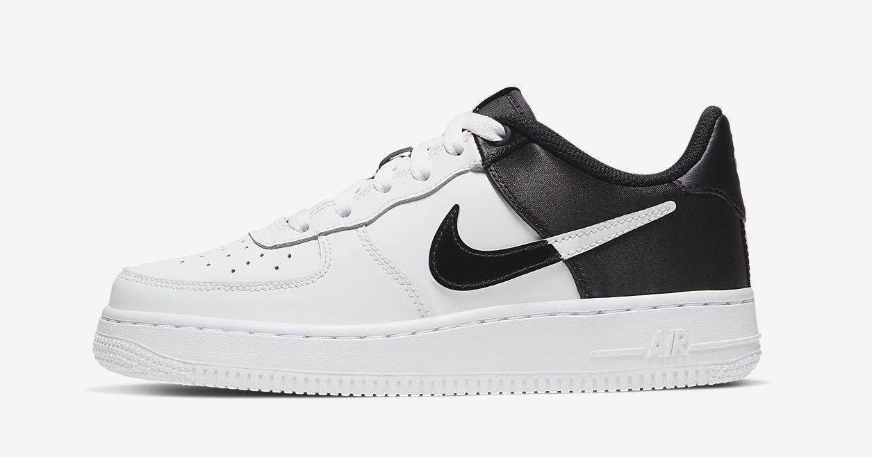 Nike Air Force 1 satin black.