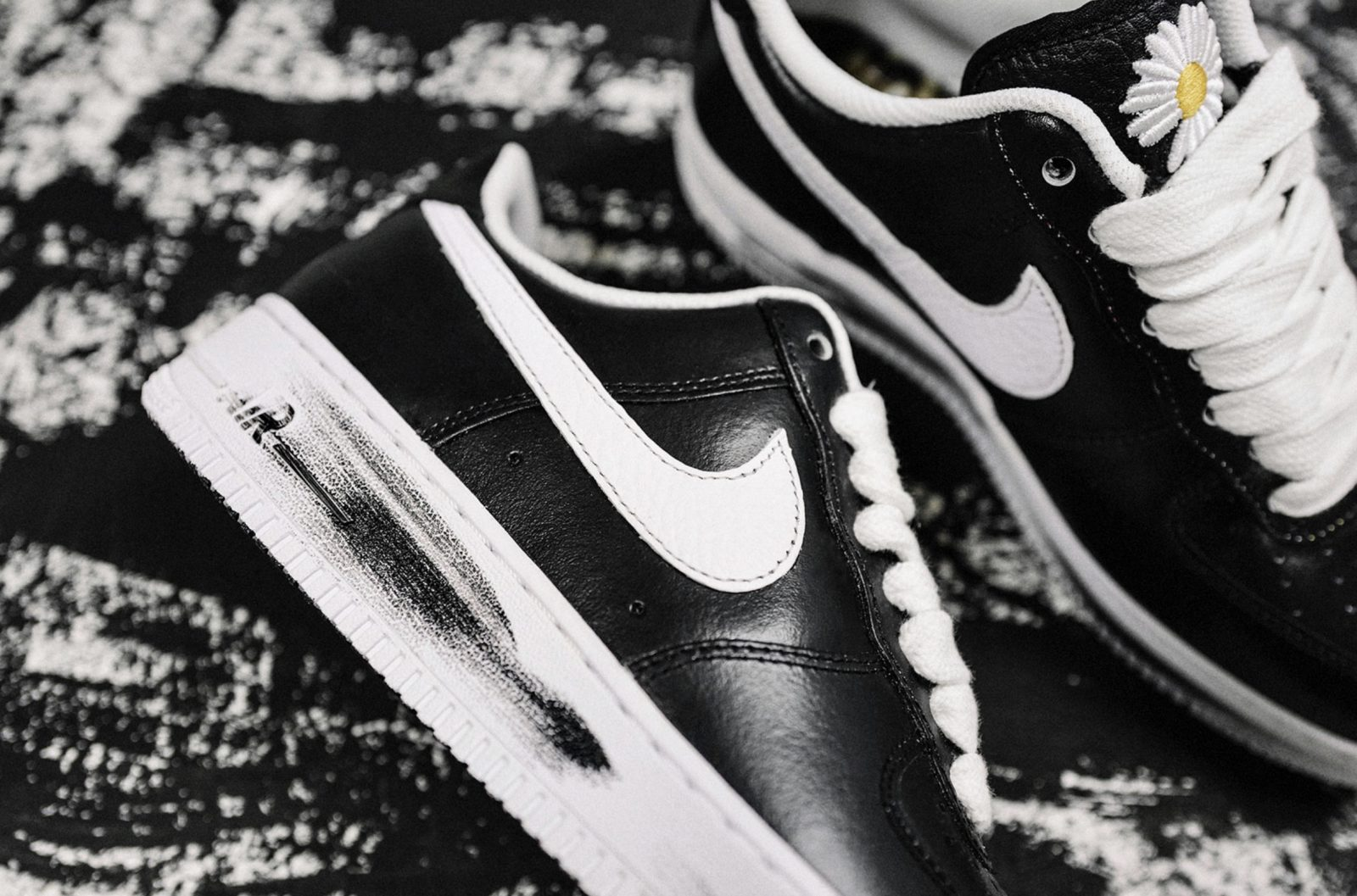 The PEACEMINUSONE x Nike Air Force 1 '07 Will Be Arriving This Week 8