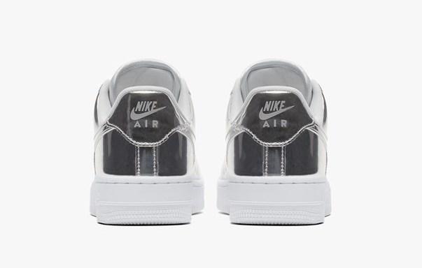Nike Air Force. 1 Metallic Silver