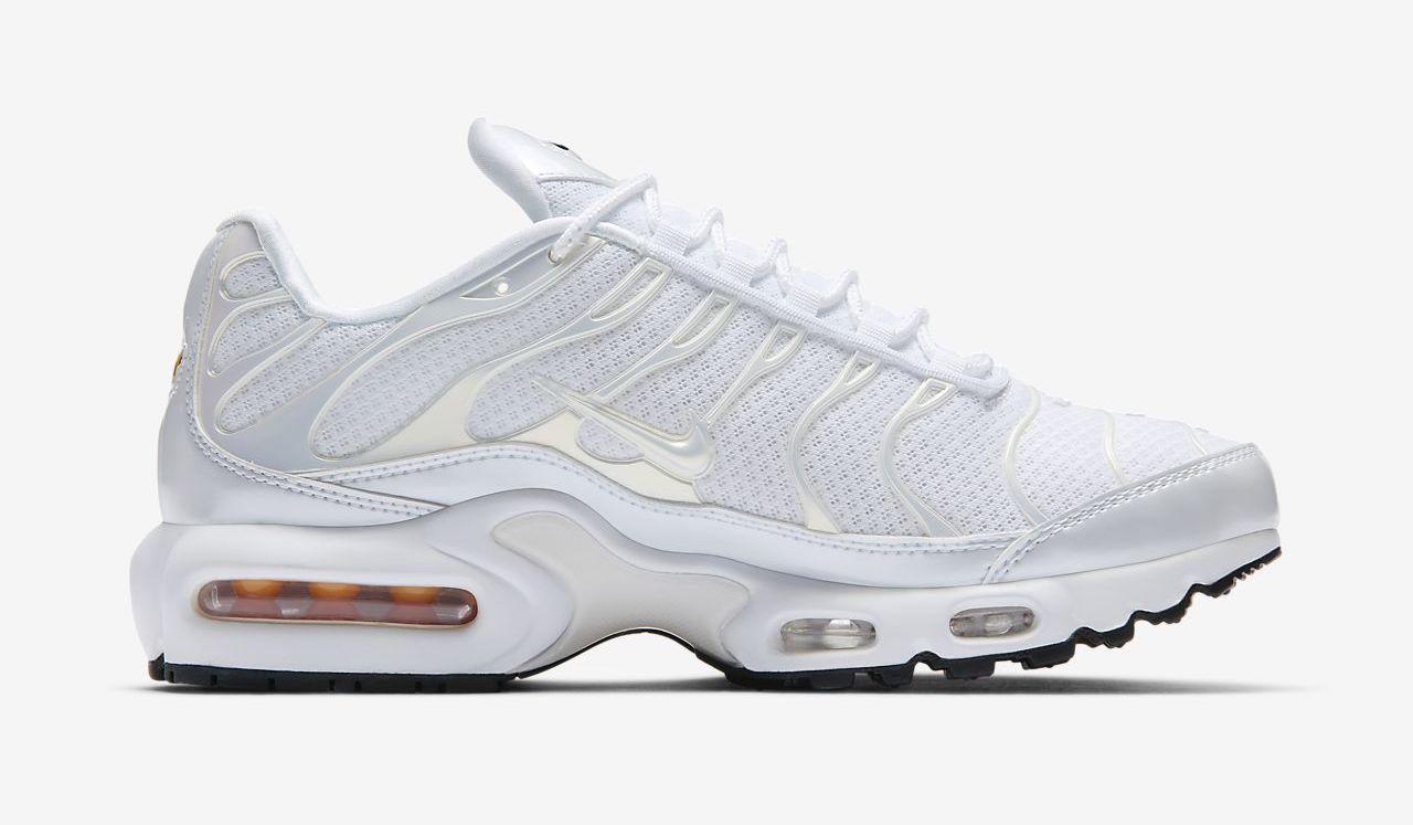 Nike Air Max Plus White side