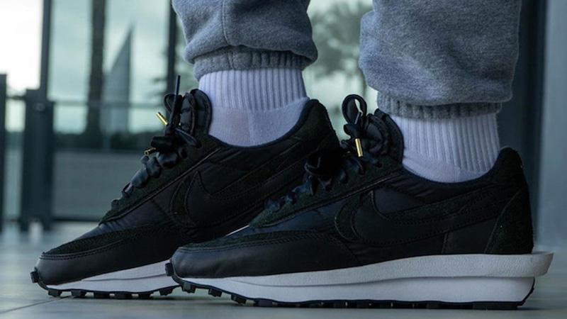 sacai x Nike LDWaffle Black BV0073-002 on foot