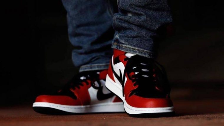 Jordan 1 Mid Chicago Black Toe On Foot Front thumbnail image