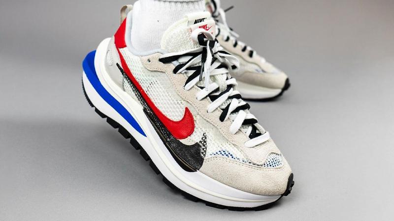 sacai x Nike Vapor Waffle Sail Sport Fuchsia On Foot