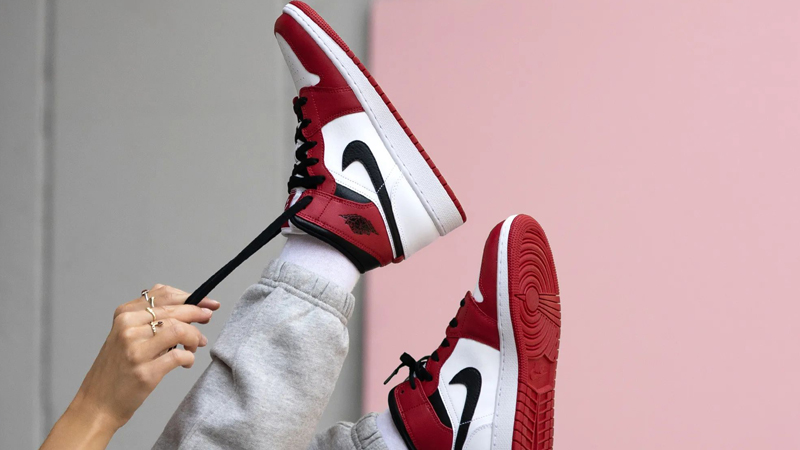 Jordan 1 Mid Chicago 2020 White Gym Red On Foot 2
