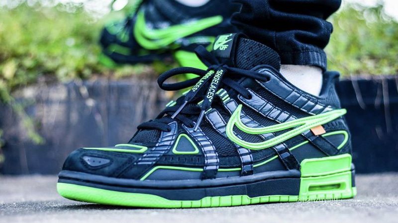 Off-White x Nike Rubber Dunk Green Strike Black On Foot