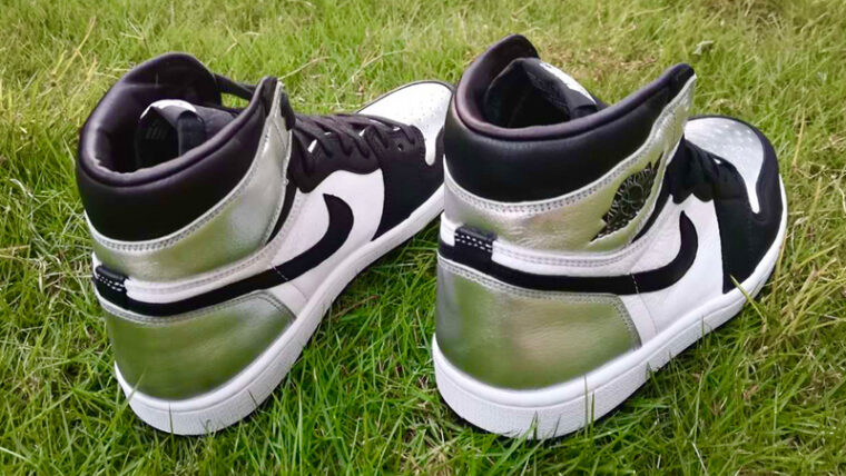 Jordan 1 High OG Metallic Silver Back thumbnail image
