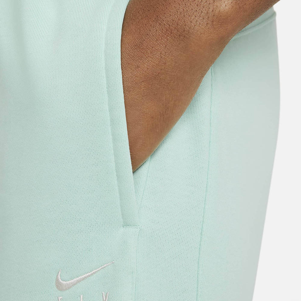 Nike Swoosh Fly Standard Issue Basketball Trousers Closeup