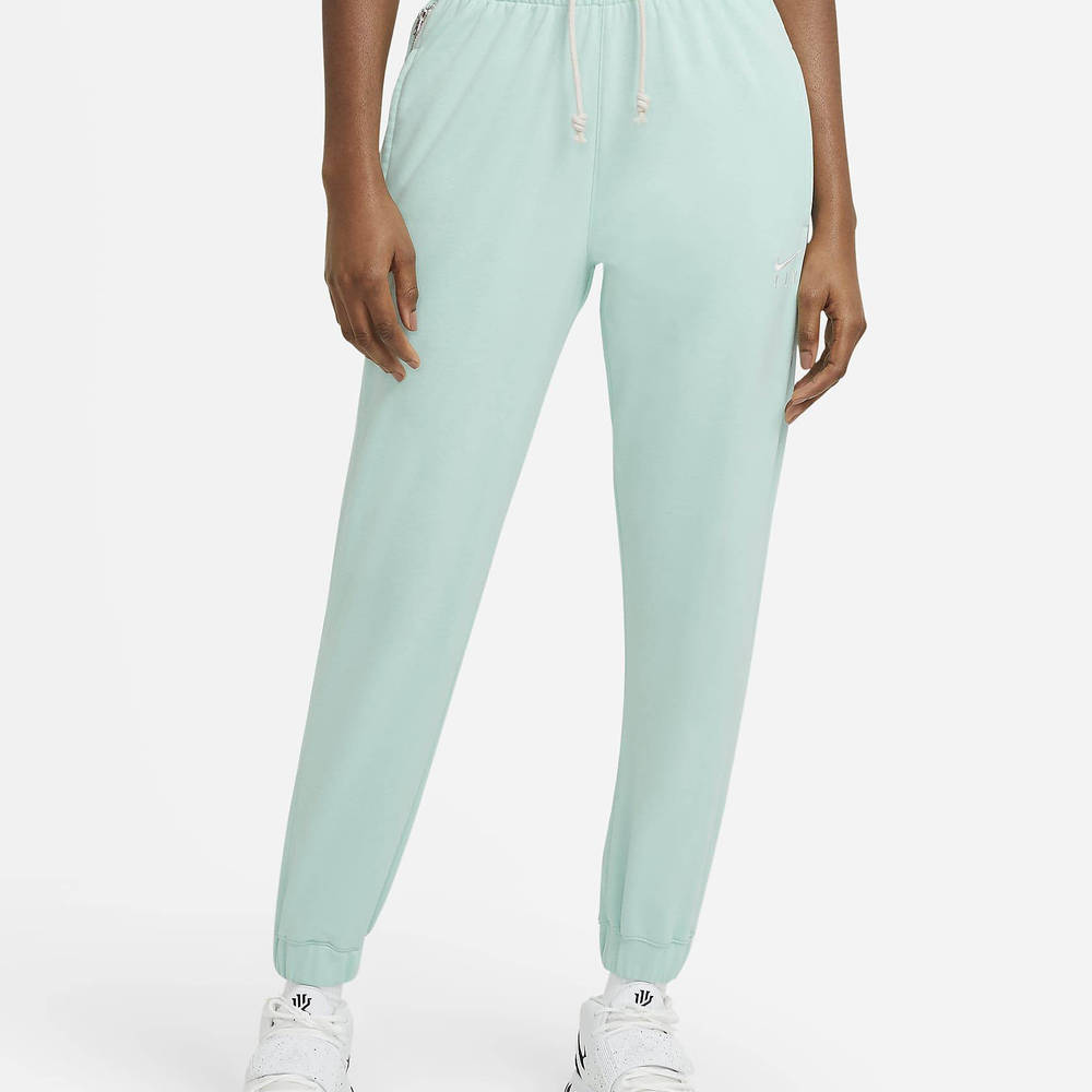 Nike Swoosh Fly Standard Issue Basketball Trousers